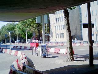 nog steeds ligt de bescherming van de Amerikaanse ambassade in de weg voor alle verkeer