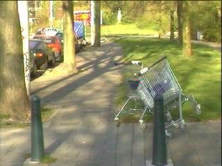 Ook in Duinoord laten de consumenten winkelwagentjes zwerven ...
