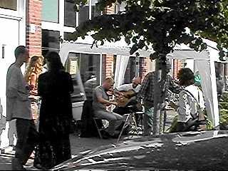 Gezellige muzikale opening in Archimedesstraat ...