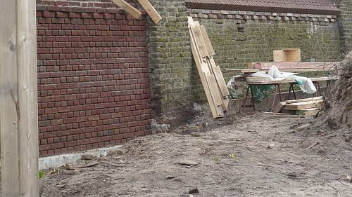 de steentjes worden zovel mogelijk in de oude structuur hersteld