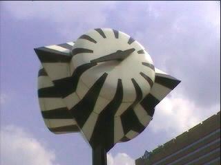 De zebraklok voor Den Haag Centraal met de juiste tijd ...