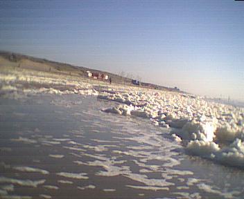 Witte schuimmassaas teisteren de kust en geven een 'gezond' luchtje ...