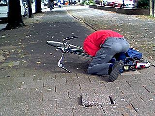 ongelijke fietspaden en slecht wegdek liggen door geheel Den Haag