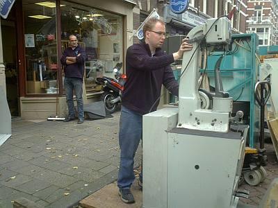 de apparatuur wordt de schoenherstellerij uitgereden