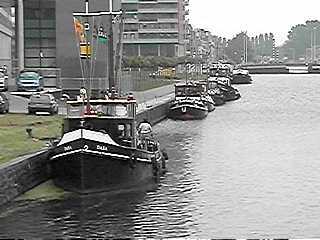 De eerste klassieke boten liggen al aangemeerd bij de Haagse Hogeschool ...