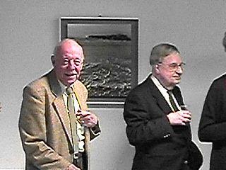 Godfried Lonis tijdens de opening voor een van zijn werken ...