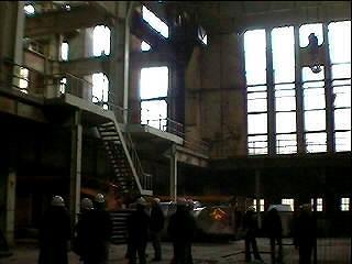 de gigantische te verbouwen hal van de elektriciteitscentrale