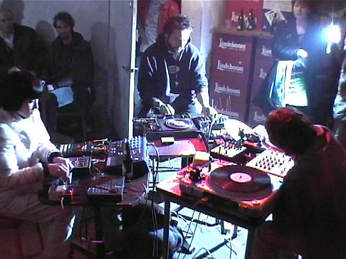 veel techniek en trucks tijdens de performance van Bobbi Moo uit Frankrijk