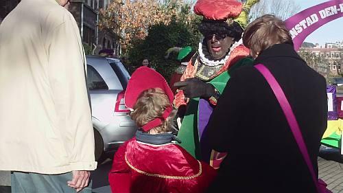 ben jij Sinterklaas niet? En je draagt een mijter?