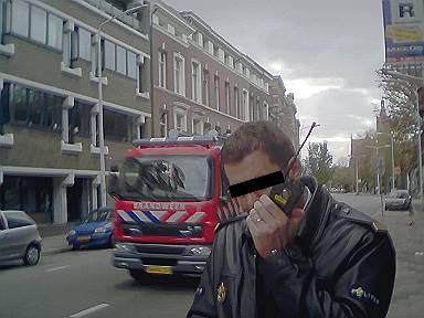 de overijverige agent in contact met de centrale om mijn persoonsgegevens te checken