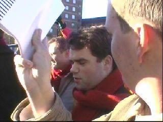 reporters te over deze dag op het parkeerterrein van Bronovo
